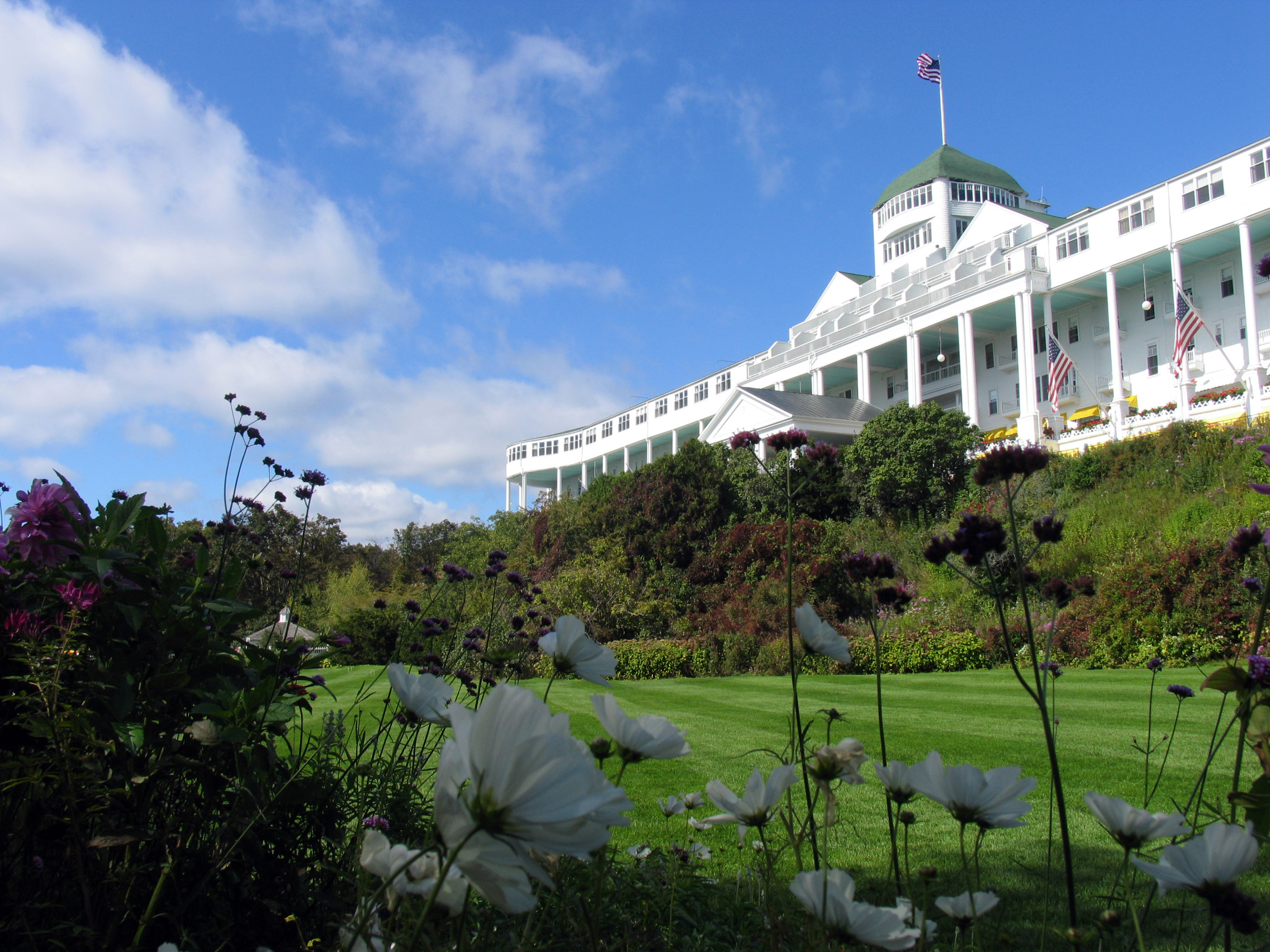 Download this Grand Hotel Mackinac Island picture